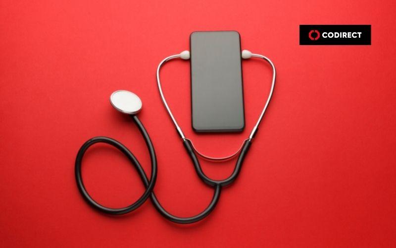 marketing médico sendo feito por meio do celular