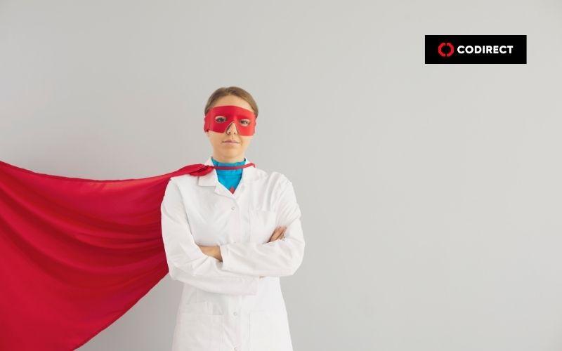 Médico vestido de super-homem fazendo marketing